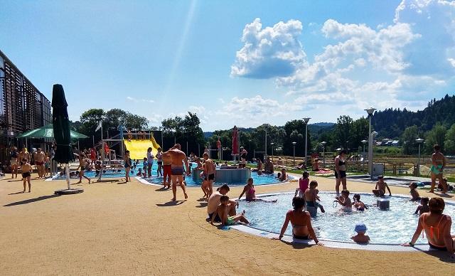 Ostatnie chwile aby skorzystać z atrakcji basenu zewnętrznego w Lesku